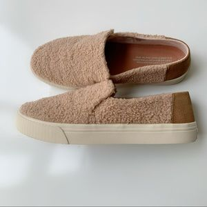 Toms sneakers size US 8
